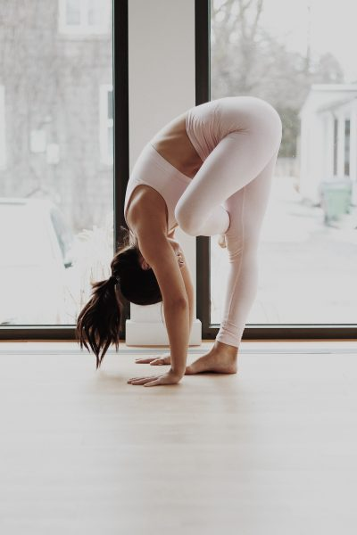 self care morning routine -woman doing yoga poses in pink yoga pants