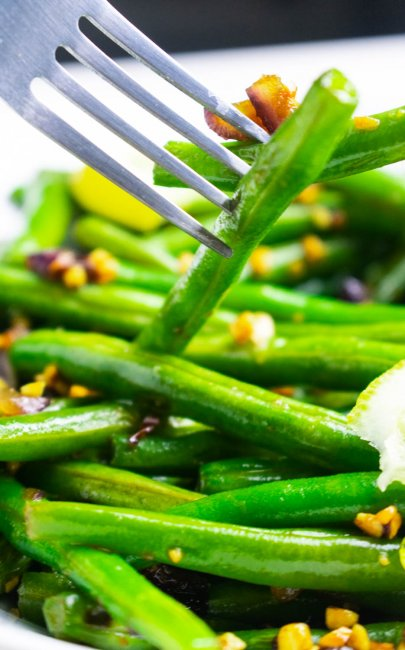 Sautéed Green Beans With Toasted Peanuts And Onions