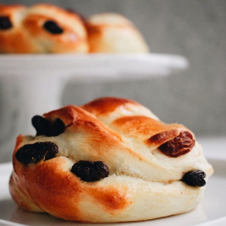 Soft And Buttery Cinnamon Raisin Buns