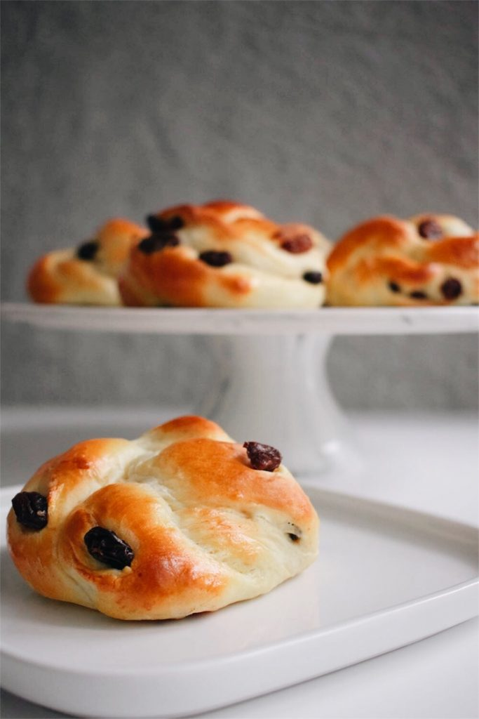 Cinnamon-Raisin-Buns