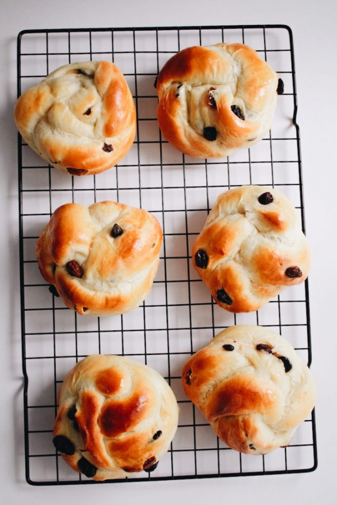 Cinnamon Raisin Buns